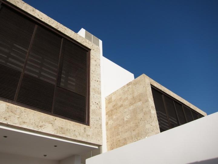 الوحدات السكنية شبه المنفصلة (دوبلكس) تتشاركان في الجدار الفاصل بينهما